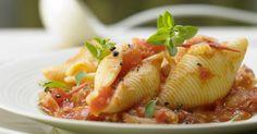 Muschelnudeln in Tomatensauce mit Sardellen und Marjoran: Nudeln und die geballte Power von einem Kilo Tomaten steckt darin!