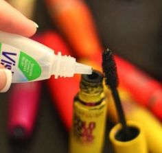 Mascara tip and trick: How to make mascara last 3 times longer! This beauty hack and makeup tip will make your lashes happy. DIY beauty hacks for teens, adults, makeup and skincare. All Things Beauty, Beauty Make Up, Diy Beauty, Beauty Hacks, Fashion Beauty, Beauty Stuff, Beauty Care, How To Make Mascara, Make Up Creme