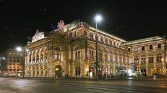 Улица Рингштрассе в Вене (фото)     Рингштрассе, то есть Кольцевая улица, - крупная улица в Вене, опоясывающая исторический центр города. Рингштрассе располагается на месте средневековых стен города.  На  этой  улице  -  здание  Статсоперы.