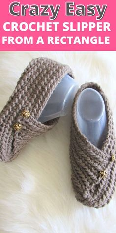 Try this easy crochet slipper free pattern for beginners. This house shoe for a woman is made from a simple rectangle. How cool is that? The crochet tutorial also includes a step by step video. #crochetslippers, #easycrochetslippers, #crochstslippersfreepattern Easy Crochet Slippers, Crochet Slipper Boots, Knit Slippers Free Pattern, Crochet Shoes Pattern, Crochet Socks, Crochet Patterns, Felted Slippers, Pattern Sewing, Knitting Patterns