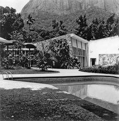 A house integrated with nature - Walter Moreira Salles Home, by Olavo Redig de Campos and Burle Marx (Rio de Janeiro, 1948)