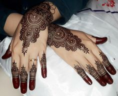 Indian Henna Designs, Latest Henna Designs, Henna Tattoo Designs Simple, Simple Arabic Mehndi Designs, Henna Designs Easy, Round Mehndi Design, Stylish Mehndi Designs, Beautiful Mehndi Design, Best Mehndi Designs