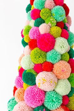 Christmas Tree Diy Decorations Pom Poms Ideas For 2019 Retro Christmas Decorations, Colorful Christmas Tree, Diy Christmas Tree, Christmas Holidays, Diy Christmas Room Decor, Christmas Pom Pom Crafts, Christmas Pajama Party, Whimsical Christmas, Pom Pom Tree