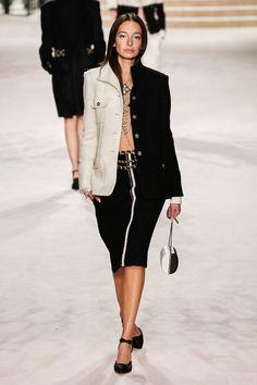 Chanel Pre-Fall 2020 Fashion Show Chanel Pre-Fall 2020 collection. - Chanel Pre-Fall 2020 Fashion Show Chanel Pre-Fall 2020 collection, runway looks, bea - 2020 Fashion Trends, Fashion 2020, Runway Fashion, High Fashion, Fashion Outfits, Womens Fashion, Fall Fashion, Fashion Week Paris, Chanel Fall 2017