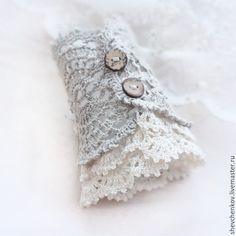 Купить или заказать Браслет-манжета в стиле бохо. Лен.Серый и бежевый в интернет магазине на Ярмарке Мастеров. С доставкой по России и СНГ. Срок изготовления: в течение недели в порядке…. Материалы: лён, кокосовые пуговицы, льняная…. Размер: Ширина браслета ок. 20 см. (на обхват… Knitting Projects, Crochet Projects, Knitting Patterns, Sewing Patterns, Crochet Patterns, Textile Jewelry, Fabric Jewelry, Wrist Warmers, Hand Warmers