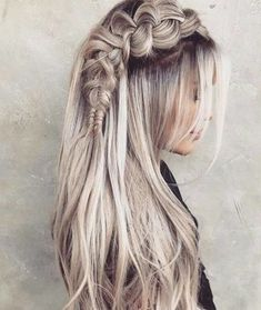 50 Ash Blonde Hair Color Ideas Ash blonde is a shade of blonde that's slightly gray tinted with cool undertones. Today's article is all about these pretty 50 Ash Blonde Hair Color. Blonde Hair Shades, Dyed Blonde Hair, Platinum Blonde Hair, Blonde Ombre, Blonde Balayage, Blonde Highlights, Ombre Hair, Blonde Color, Ash Hair