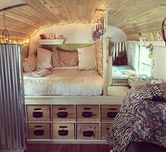 nice 80 Best RV Camper Interior Remodel Ideas www. nice 80 Best RV Camper Interior Remodel Ideas www. Bus Living, Tiny House Living, Living Room, Camping Vintage, Vintage Rv, Vintage Campers, Vintage Trailers, Vintage Caravans, Kombi Home