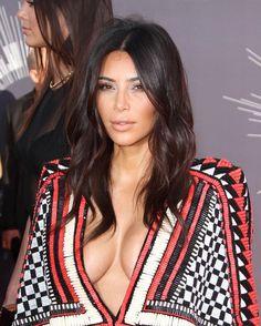 Kim Kardashian. VMA 2014. Love the hair - soft waves. http://www.mirror.co.uk/3am/celebrity-news/kardashians-texting-during-vma-ferguson-4102809