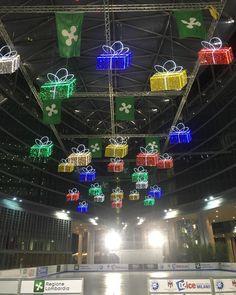 #milano scampoli di Natale... La pista di pattinaggio sul ghiaccio  nella piazza allinterno del Palazzo della Regione è aperta fino al 31 gennaio 2016! #sportinvernali #pattinaggio #sport #divertente #pattini #pattinaggio #skating #Ghiaccio #pistadipattinaggio #pistadighiaccio #milanodavivere #milanodavedere #palazzodellaregione  #milanobynight #milanoaplacetobe #igersmilano #instamoments  #wonderfulxmas #christmas #Milan #christmaslights #lights #igers_milano #instaitalia #lamiaitalia…