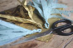 Pyssel+DIY:+Gör+girlang+med+tofsar+av+silkespapper.+Perfekt+dekoration+till+alla+fester