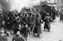 Jeńcy niemieccy przeprowadzani przez ulice Warszawy – październik 1914 r. Fot. CAW