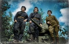 Картинка в центре сообществ War Thunder Советские танкисты на броне своего танка Т-26