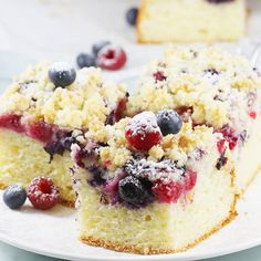 jogurtowe Ciasto jogurtowe z owocami i kruszonką. Yoghurt cake with fruit and crumble.Ciasto jogurtowe z owocami i kruszonką. Yoghurt cake with fruit and crumble. Polish Desserts, Cookie Recipes, Dessert Recipes, Sweet Cakes, Savoury Cake, How Sweet Eats, Food Design, Clean Eating Snacks, Sweet Recipes