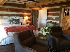 Country Chic. Home Away from Home! Recently renovated house..turned into beautiful bed and breakfast!