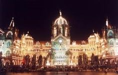 تمثل مومباي التي تتميز بكونها مدينة تزخر بالنشاط والحيوية وبثقافتها المتعددة أبرز مراكز الهند التجارية والثقافية .