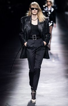Saint Laurent Fall 2019 Ready-to-Wear Fashion Show - Vogue Fashion Week, Fashion 2020, Retro Fashion, Runway Fashion, Womens Fashion, Fashion Trends, Saint Laurent Paris, Belle Silhouette, Mini Robes