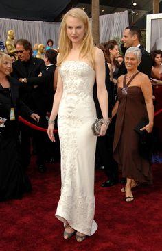 Nicole Kidman, de Balenciaga, en la gala de 2005. Dos años antes había ganado el Oscar a mejor actriz protagonistas por 'Las horas'.  (CORDON PRESS)