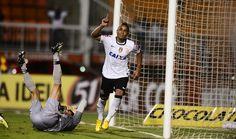 Os titulares do Corinthians estrearam na terceira rodada do Campeonato Paulista. O time do Parque São Jorge venceu o Mogi Mirim por 2 x 1, no Pacaembu, com gols de Jorge Henrique e Fabio Santos