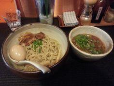 特製つけ麺 ¥980 (鶏をベースに超濃厚スープがたまりません!!ー日にお出しできる数が限られた大人気つけ麺!) [チャーシュー、メンマたっぷり、味玉も入って具沢山}