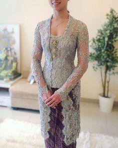 Kebaya yang cantik untuk di pakai saat acara pesta pernikahan atau tunangan