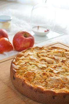 Moelleux aux pommes et à la frangipane Apple Desserts, Healthy Desserts, Spicy Recipes, Cake Recipes, Friend Recipe, Cake & Co, Sweets Cake, Apple Cake, Yummy Treats