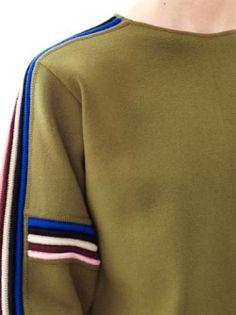Pin by Bárbara Macedo on Sweatshirt in 2020 Sport Fashion, Mens Fashion, Ss16, Fashion Details, Fashion Design, Knitwear Fashion, Knitting Designs, Sportswear, Women Wear