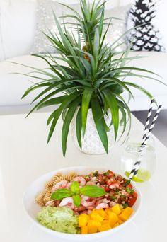 I dag lagde jeg meg en salat som ble så god at jeg bare må dele den med dere! Den passer like bra... Plants, Plant, Planets