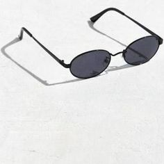 97197c2f6d UO Small Metal Oval Sunglasses - Black at Urban Outfitters