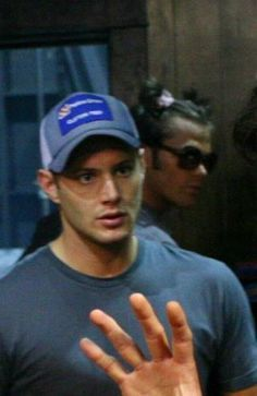 Uh, what's up with Jared's hair?! Too funny. Pretty sure I read a fanfic about his hair like that not too long ago.