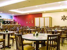 Restaurante, ambiente espaçoso, sofisticado. Festival Gastronômico com música ao vivo aos sábados. Aberto ao público. http://www.vilaverdehotel.com.br/gastronomia.asp