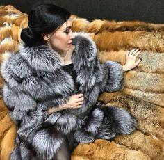Sensual Seduction, Stunning Brunette, Winter Fur Coats, Fur Blanket, Fur Throw, Fox Fur Coat, Warm Blankets, Fur Fashion, Mantel