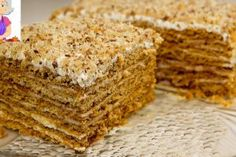 Cake in 30 minutes! Honey cake without rolling out cakes - Backen - Russian Pastries, Famous Drinks, Sour Cream Sauce, Honey Cake, Appetizer Plates, Seafood Dishes, Oven Baked, Tasty Dishes, Good Food
