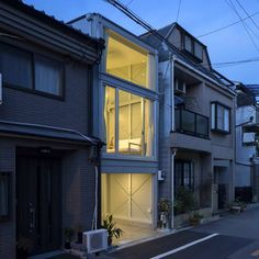 Kakko House by YYAA 13평 부지에 지은 협소지 주택 일본의 건축가 요시히로 야마모토가 설계하여, ...
