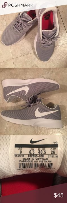Nike comfort footbed Worn once, excellent condition and very stylish. Soft mesh-like material. Gray and white Nike Shoes Athletic Shoes