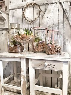 If you are looking for a classic Easter decoration, then try farmhouse style rustic Easter decorations. Get the best Farmhouse Easter decorating ideas here. Shabby Chic Decor, Rustic Decor, Vintage Decor, Farmhouse Style, Farmhouse Decor, Rustic Style, Decoration Vitrine, Basket Decoration, Rustic Gardens