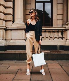 Beige pants are no longer boring. Ahead are 15 outfits that prove you need a pair this summer. Cargo Pants Outfit, Summer Pants Outfits, Trouser Outfits, Brown Pants Outfit, Trajes Business Casual, Business Casual Outfits, Business Style, Beige Outfit, Classy Work Outfits