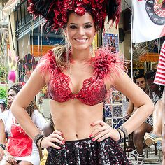 Fotos: Bruna Marquezine entra em clima de Carnaval para cenas de 'Salve Jorge' - Yahoo! OMG! Brasil