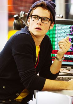 Dylan O'brien with glasses = another perfect Grant