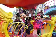 Mickey and Minnie on board of the 20th anniversary train @ #disneylandparis
