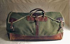vintage canvas and leather duffel bag Canvas Duffle Bag, Duffel Bag, Backpack Bags, Canvas Bags, Messenger Bags, Sac Week End, Fashion Bags, Mens Fashion, Vintage Leather