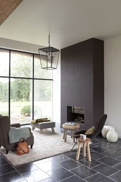 kalkverf WE M12 antique white, schouw streepverf WE M16 chocolate brown uit We are colour, by BOSS paints