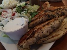 The chicken gyro platter at Papa's Pizza. Photo by Samantha Glaspy