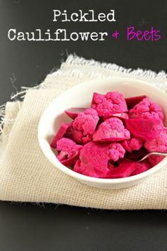 Pickled Cauliflower and Beets - look so beautiful & yummy at the same Time. Maybe a perfect snack for my little niña