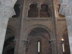 Il triforio si può vedere nella parte superiore della fotografia. Molteplici foto della Cattedrale su questo sito: http://www.patrimoniocultural.pt/pt/patrimonio/patrimonio-imovel/pesquisa-do-patrimonio/classificado-ou-em-vias-de-classificacao/geral/view/70529/