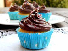 Mnozí jistě ví, jaký je můj vztah ke cupcakům. Dělala bych je pořád, protože jsou na přípravu velmi jednoduché, zároveň ale chuťově výborn... No Cook Desserts, Cheesecake, Cupcakes, Treats, Baking, Blog, Fotografia, Sweet Like Candy, Cupcake Cakes