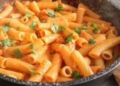 Smoked Salmon Cream Sauce, a delicious creamy smoked salmon Italian pasta sauce recipe fast, easy and delicious.
