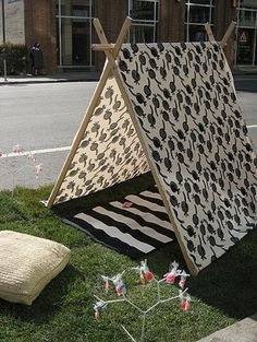 I want to make this for August's room. I would have been the happiest kid on earth if I had a tent in my room.