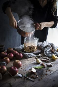 """Apple Pie"" Herbal Tea - Infusion Apple Pie - Frames of Sugar - Frames of Sugar . Dark Food Photography, Cooking Photography, Chefs, Food Hacks, Food Tips, Kraut, Creative Food, Food Styling, Food Art"