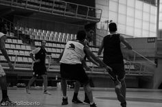 Movimiento con pase tras bloqueo (1). Va a bloquear Edu Gillén. Aparece en escena desde el fondo Joan Pardina. 29 de agosto #baloncesto #AdeccoPlata #Lucentum #Alicante #basket