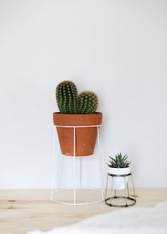 DIY Wire Plant Stand, by The Merrythought